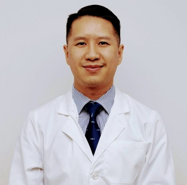 Dr. Senyi Chiropractor Functional Medicine Doctor Profile Pic 2021